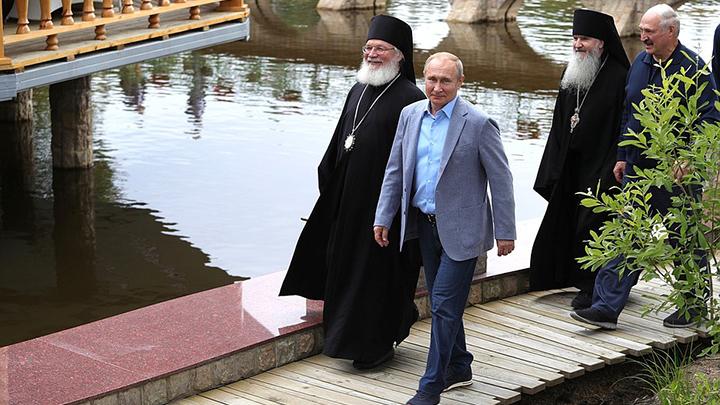 Как это объяснить? Никак!: На Валааме в монастыре Путину и Лукашенко показали замироточившую икону Божьей Матери