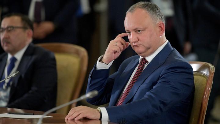 Додон приструнил парламент из-за посягательств на российские СМИ