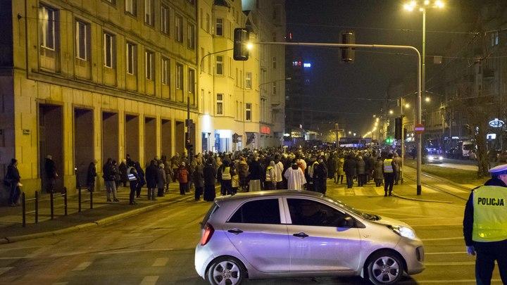 Полиция в Польше открыла огонь по толпе взбунтовавшихся приезжих из Украины и Грузии