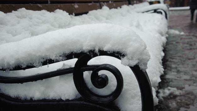 В столице зима предъявляет свои права