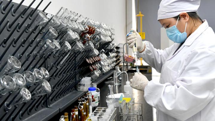 Биологическое оружие создали в США? В Китае заподозрили иностранный источник коронавируса