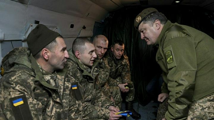 Опьянение от военных успехов: Военный эксперт собрал все военные подвиги Порошенко в фото и подписях