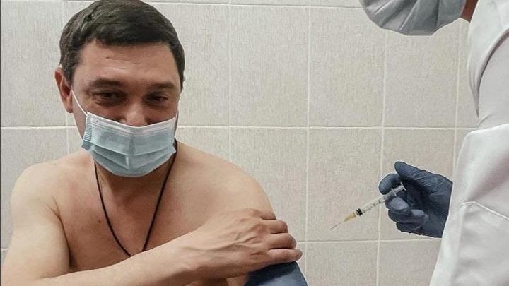 Мэр Краснодара Евгений Первышов сделал прививку от коронавируса