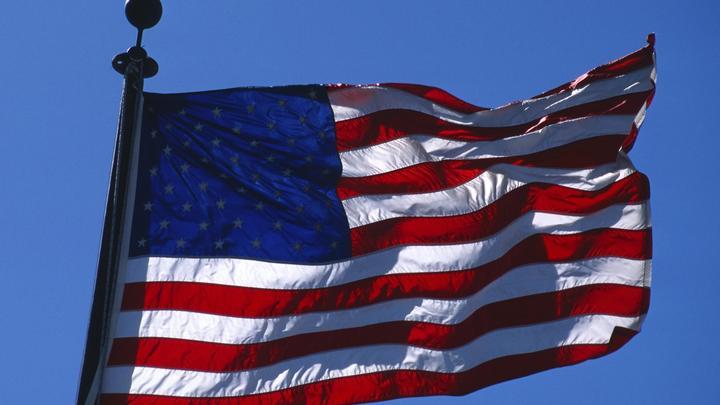 Знамение или рука Путина? Самый большой в мире флаг США разорвало пополам