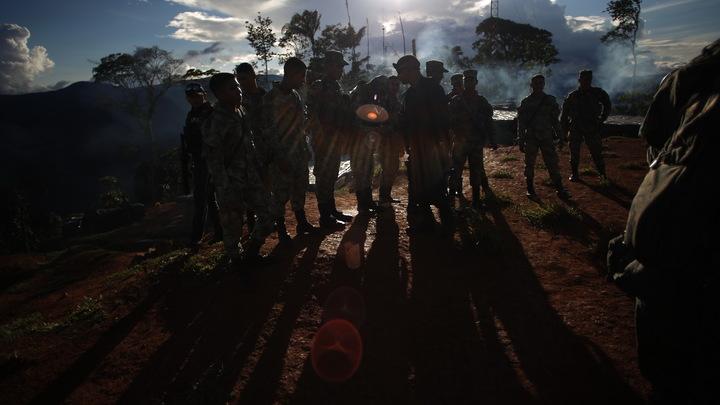 Летят вертолёты, танки несутся: Колумбия стягивает к границам Венесуэлы войска и тяжёлую военную технику