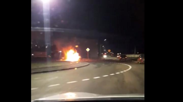В Кургане на швейке сгорел автомобиль Рено Логан