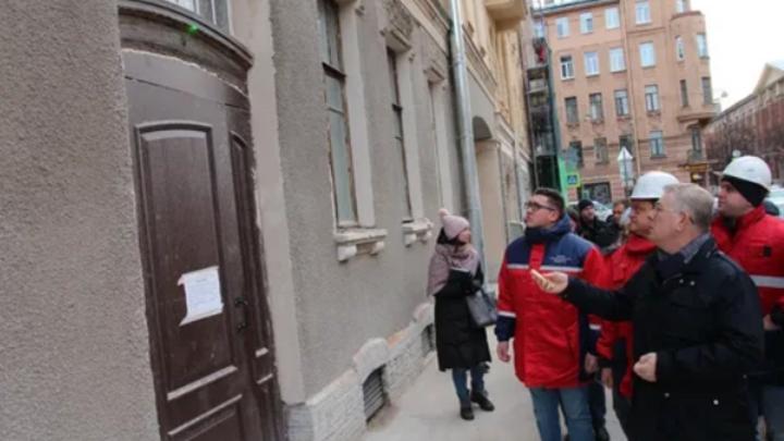 Парковки и премии сотрудникам: На что Фонд капремонта в Петербурге тратил миллионы, вместо работы