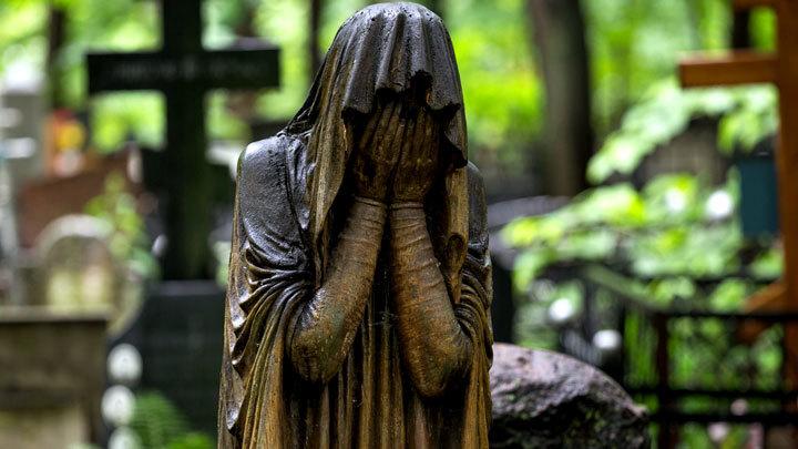 Бизнес на смерти: Как уберечься от похоронных жуликов