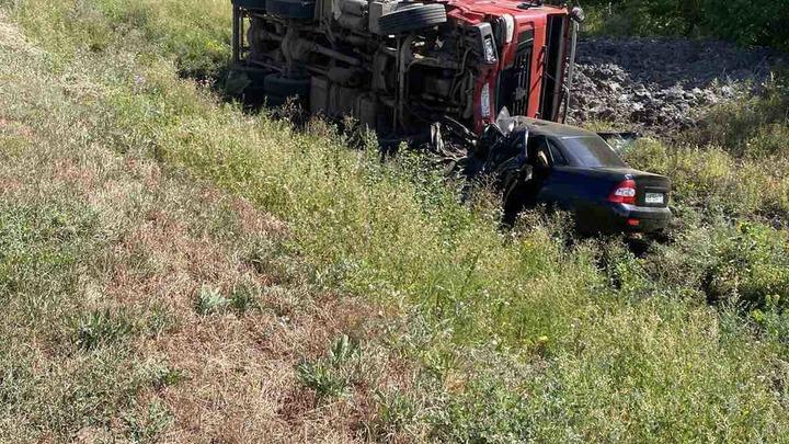 Самосвал просто раздавил Lada Priora: в Самарской области на трассе произошло смертельное ДТП