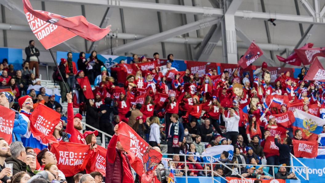 Русский хоккейный поклонник наОлимпиаде с потасовкой отобрал флаг уканадцев