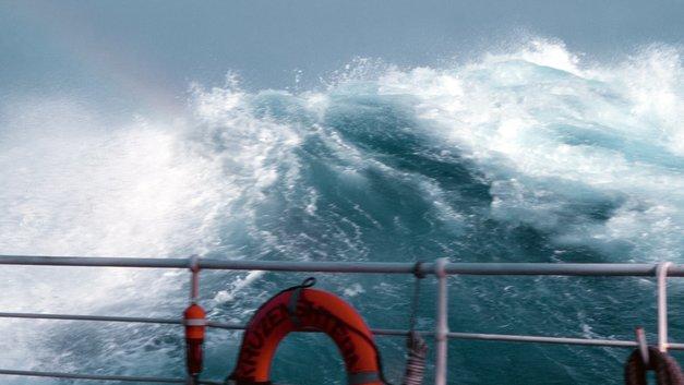 Шторм остановил все судоходство в Азовском и Черном морях
