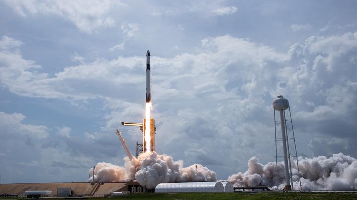 Счастливый день Маска. Crew Dragon успешно состыковался с МКС