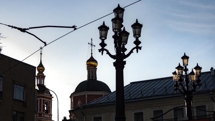 Неизвестный устроил дебош в московском храме: Мужчина сбросил на пол икону