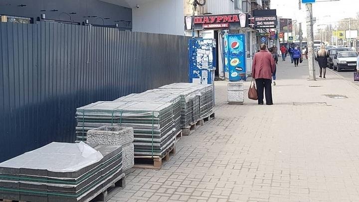 После скандала власти Ростова пообещали вернуть остановки на пл. Ленина, снесённые ради ларьков