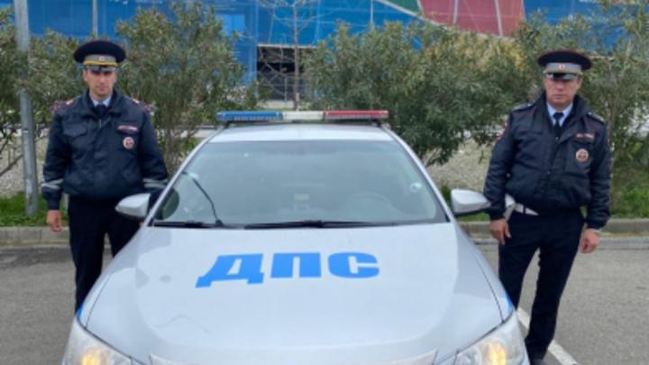 В Сочи госавтоинспекторы доставили в больницу мужчину, потерявшего сознание