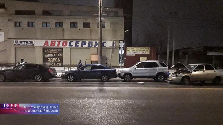 В Иванове пьяный водитель «десятки» собрал «паровоз» из четырех машин