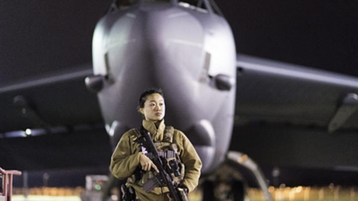 Берегись, Путин!: Daily Mail запугивает Россию большим, уродливым и толстым бомбардировщиком B-52