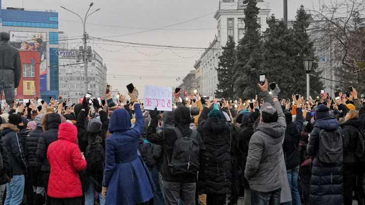 Незаконная акция в поддержку Навального прошла на площади Ленина в Новосибирске