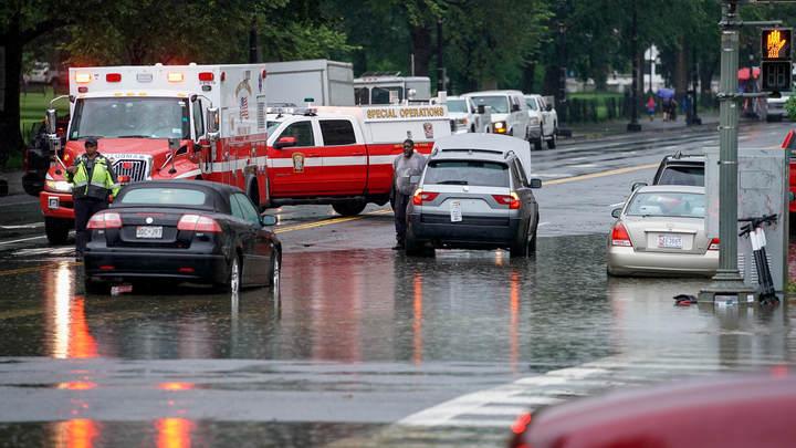 Белый дом едва не затопило: В Вашингтоне ливень вызвал неожиданное наводнение - фото