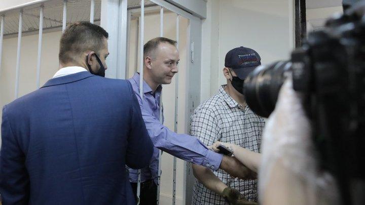Взлёт-посадка: В чём обвиняют советника Роскосмоса Сафронова и кто его защищает