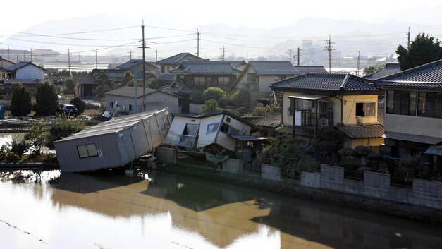 Наводнение в Японии унесло жизни почти 200 человек, более 60 - пропали без вести