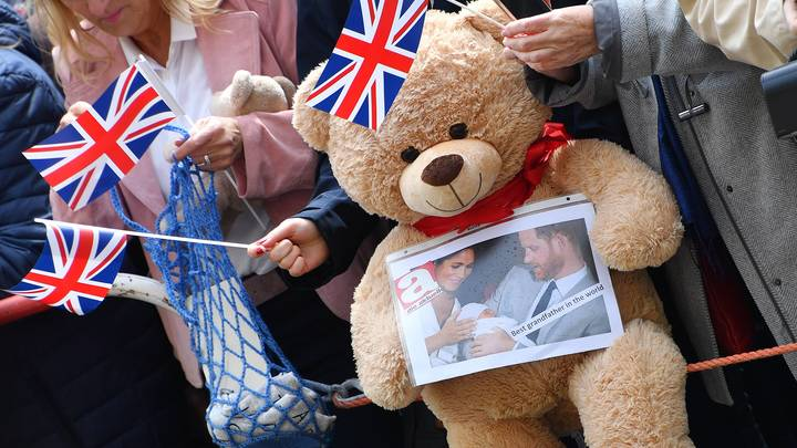 Отметим скромно, подарков не надо: Меган и Гарри отпраздновали первый день рождения сына