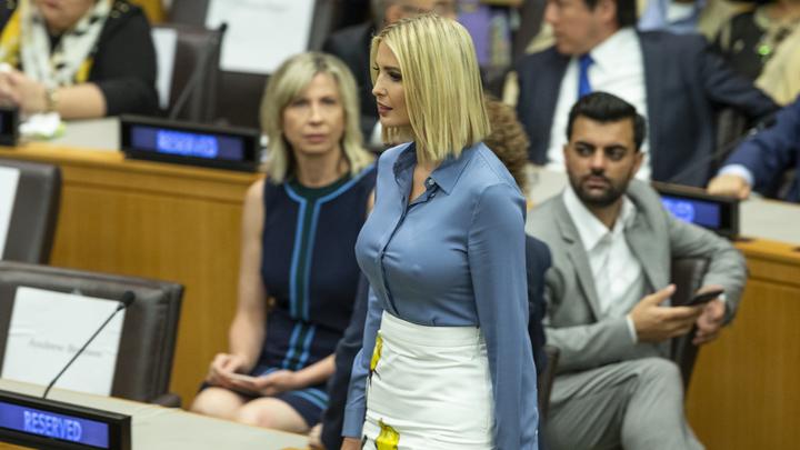 У них тоже отопление не включили?: Иванка Трамп незатейливой рубашкой переключила взгляды на себя в ГА ООН