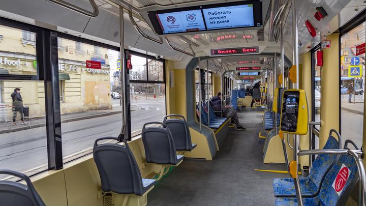 Притормозили из-за жары: В Санкт-Петербурге снизили скорость трамваи и троллейбусы