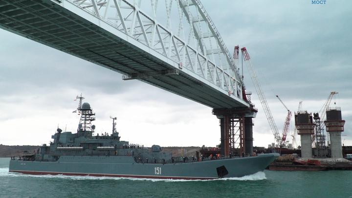 Железнодорожные пролеты Крымского моста плывут с помощью уникального механизма