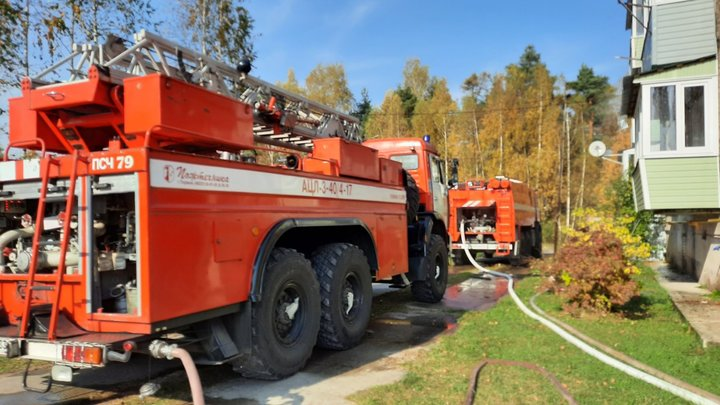 Пожар в Головино тушили спасатели и сотрудники женской колонии