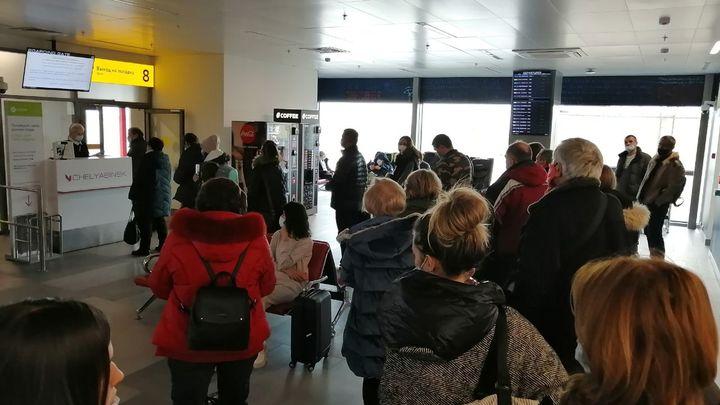 В Краснодаре 85 человек не пустили в салон из-за теста на ковид