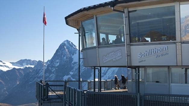 В Швейцарии спасли 400 человек, застрявших на горе, где снимали бондиану