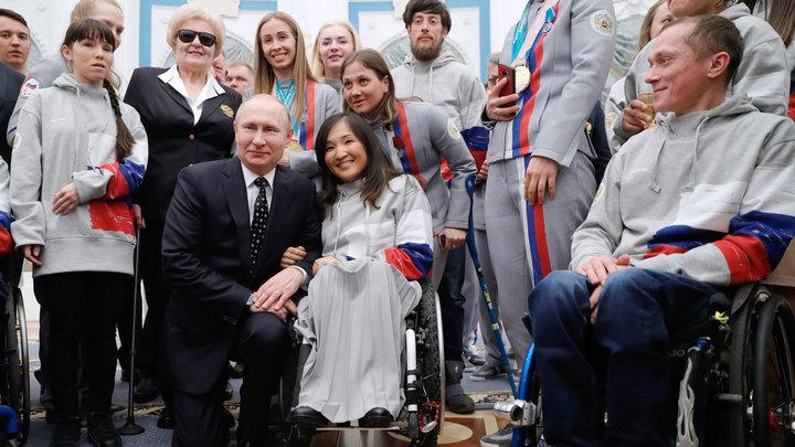 Российские паралимпийцы остались без национального флага