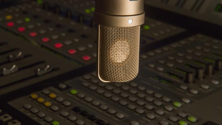 Бизнесмен решил выкупить долги радио «Эрмитаж», руководство компании ищет помощи у слушателей
