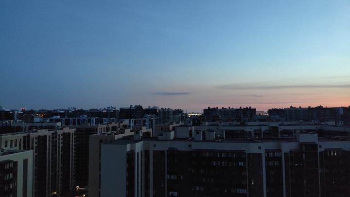 Из-за пожара на ТЭЦ несколько районов Петербурга и город Мурино остались без света