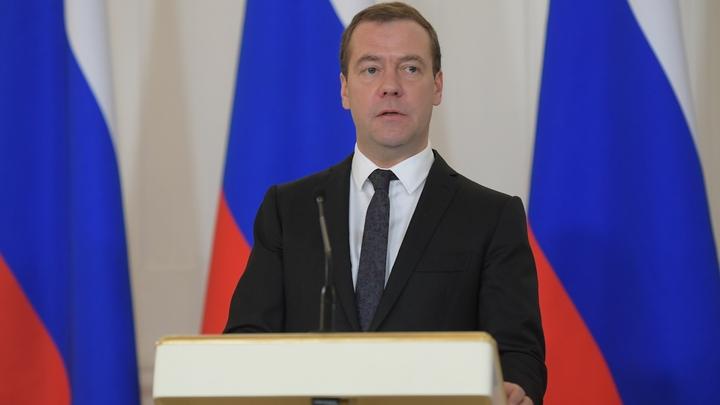 Медведев пообещал не строить в России цифровой колхоз