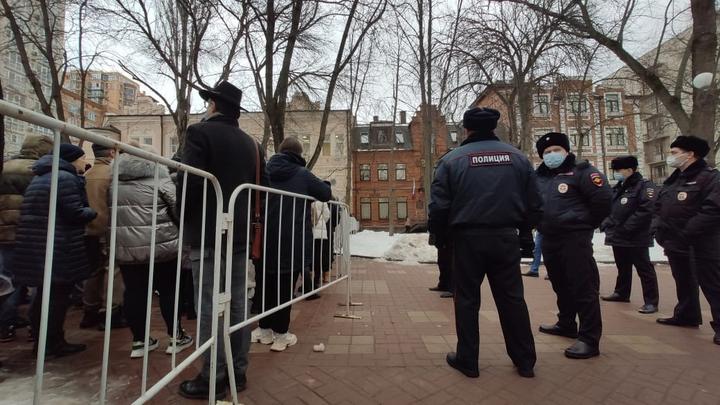 В Ростове проходит несанкционированная акция в поддержку Навального: онлайн-трансляция, фото, видео