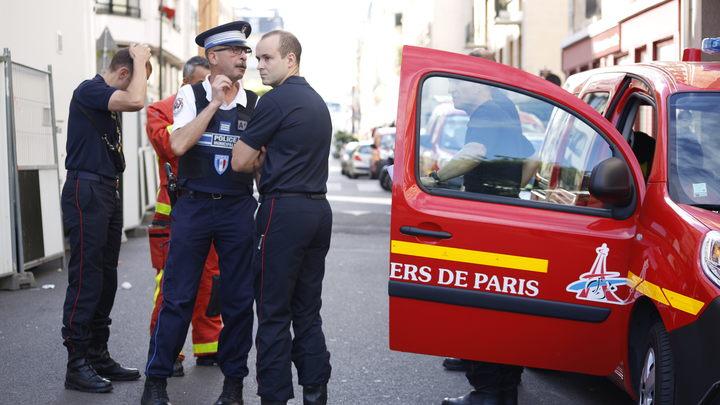 Во Франции водитель протаранил группу военных