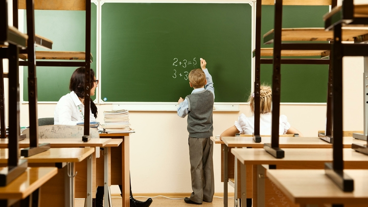 «Это откровенная ложь»: власти прокомментировали слухи о сокращении учителей в Санкт-Петербурге