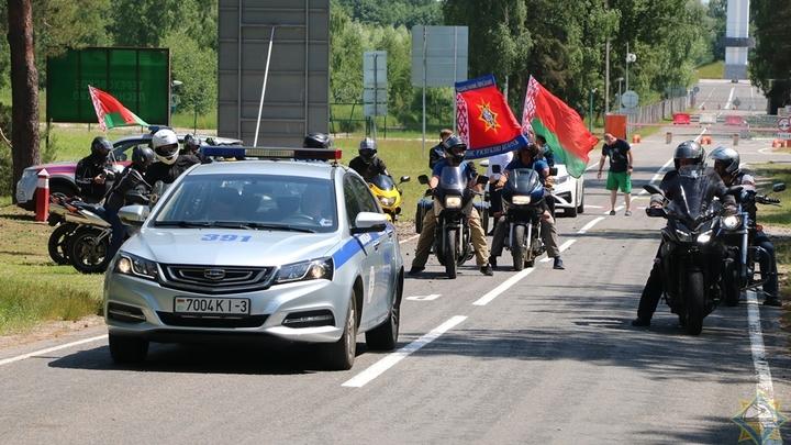 В памяти навсегда! В Беларуси проходит мотопробег спасателей и пожарных