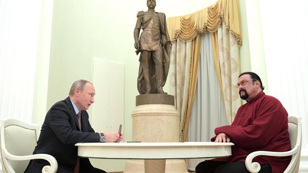 Реальный дипломат: МИД РФ назначил Стивена Сигала спецпредставителем