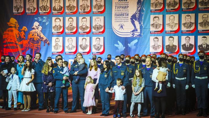 В Петербурге вспомнили спасателей, погибших при тушении крупнейшего пожара в гостинице «Ленинград»