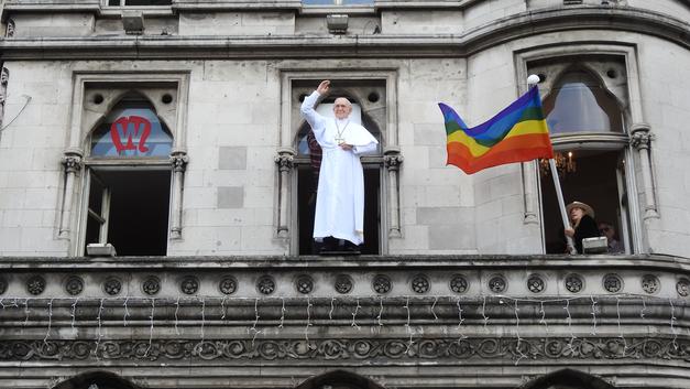 Говорят, папа не настоящий!: Гомосексуальная мафия захватила Ватикан