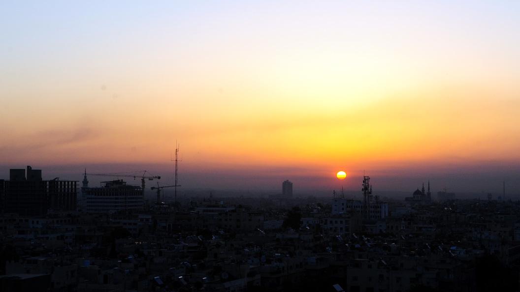 Всети интернет появилось видео аэродрома Меззе после ночной бомбёжки США