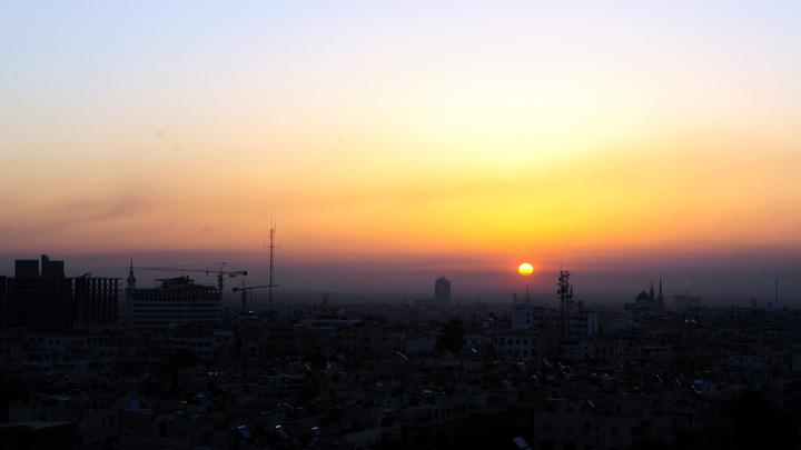 Сирия готова драться: Появилось видео с С-200 на атакованном аэродроме Меззе