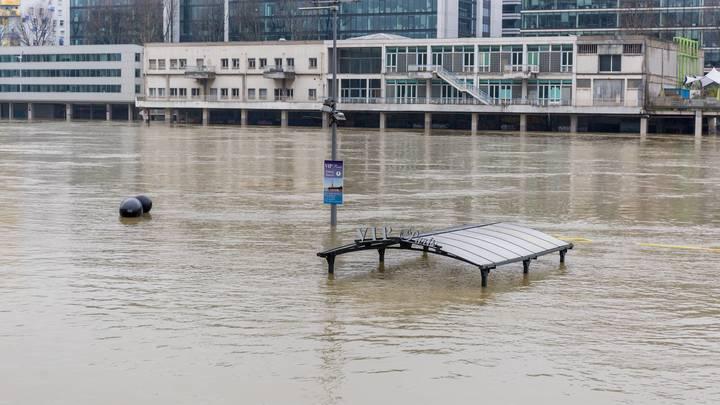 Наводнение в Париже: Лувр затоплен, метро не работает, крысы атакуют город