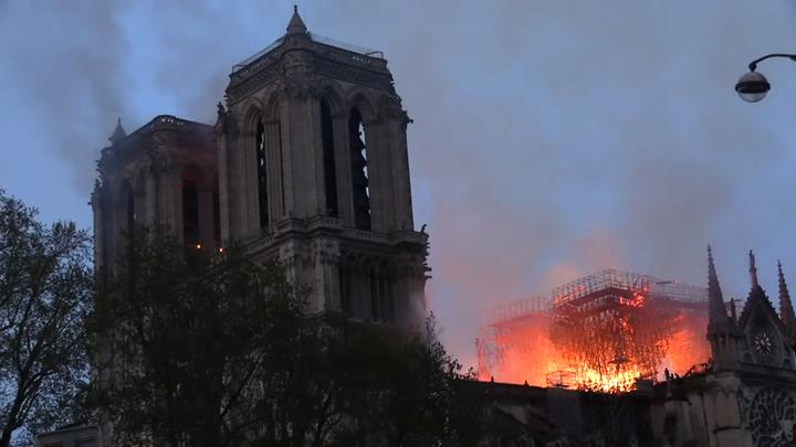 Терновый венец Христа удалось спасти из полыхающего Собора Парижской Богоматери