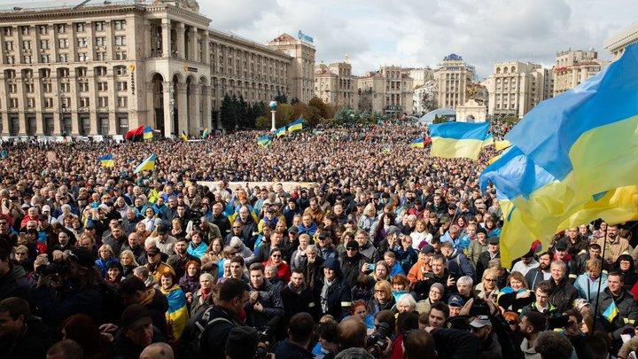 Ходит и кланяется этой иконе: Советник главы ЛНР обвинил Зеленского в годовщину Майдана