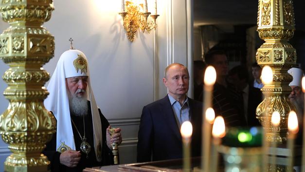 Путин принял Таинство Причастия и отстоял литургию на Валааме