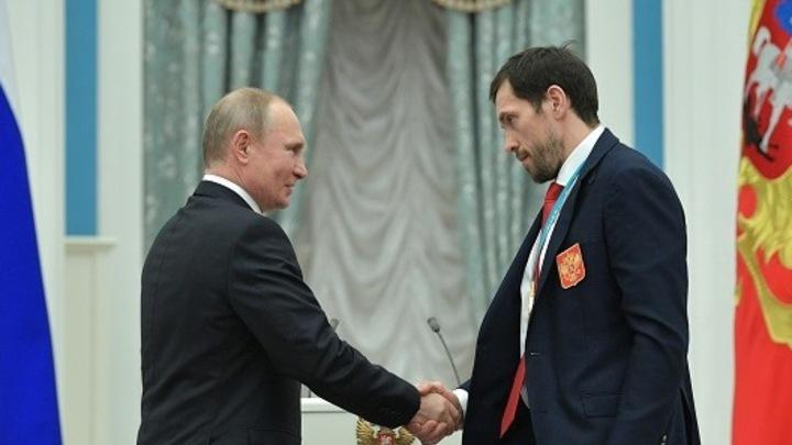 Хоккеист сборной России Дацюк даровал свою золотую медаль Среднеуральскому монастырю
